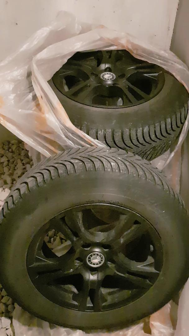 Roues avec pneus neiges Michelin alpin