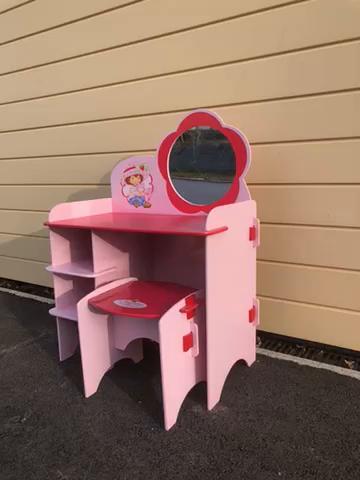 Bureau Charlotte aux fraises