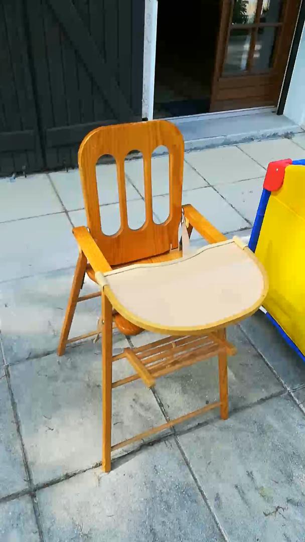 Chaise haute+petit lit+poucette